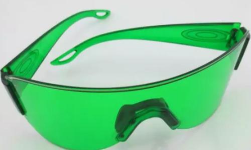 2号站平台注册【激光护目镜】有这些病变要注意自己的视力了